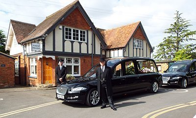 alan greenwood daimler 400 - Alan Greenwood and Sons Funeral Directors