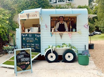 Fizz And Frolics Horsebox Bar